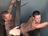 Sexo salvaje en un glory hole de un restaurante