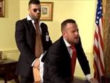 El presidente follado por un guardia de seguridad