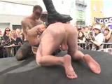 Desfase público en un festival de porno gay