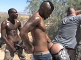 Miltar gay castigado por dos compañeros
