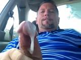 Maricon se masturba en el autocine