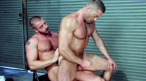 Juegos sexuales entre tíos cachas
