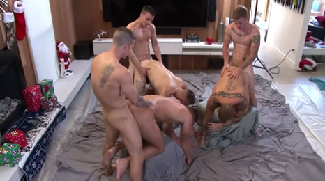 Seis amigos se montan una orgía casera
