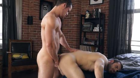 Amigos del gym se dan por culo en casa