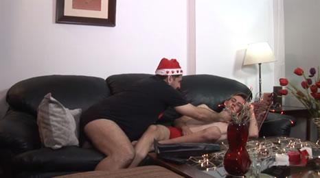 Su hijo estaba dormido, pero le dio su regalo de navidad