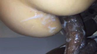 Corrida interna anal, el negro se corre dentro