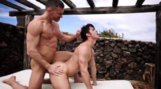 Maduro musculoso tiene una aventura con un jovencito