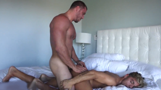 Macho bisexual le pega la follada de su vida