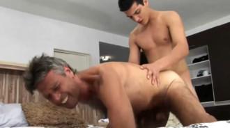 Padre argentino follado por su propio hijo