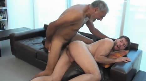 Así folla el culo un padre a su hijo