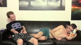 Su primo dormido le puso muy cachondo