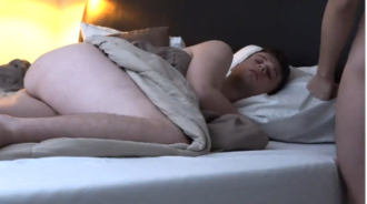 Pilla a su hermano pajeándose mientras dormía, lo miraba a él