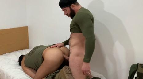 Militares españoles, el sargento le tuvo que castigar